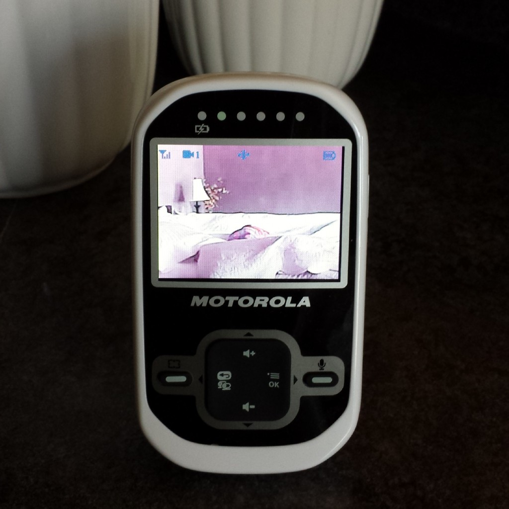 motorola wireless video baby monitor giveaway momma in flip flops. Black Bedroom Furniture Sets. Home Design Ideas