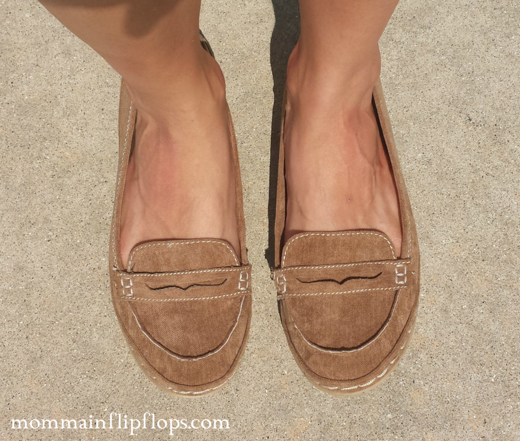 fall flats at famous footwear fallfashion momma in flip flops. Black Bedroom Furniture Sets. Home Design Ideas