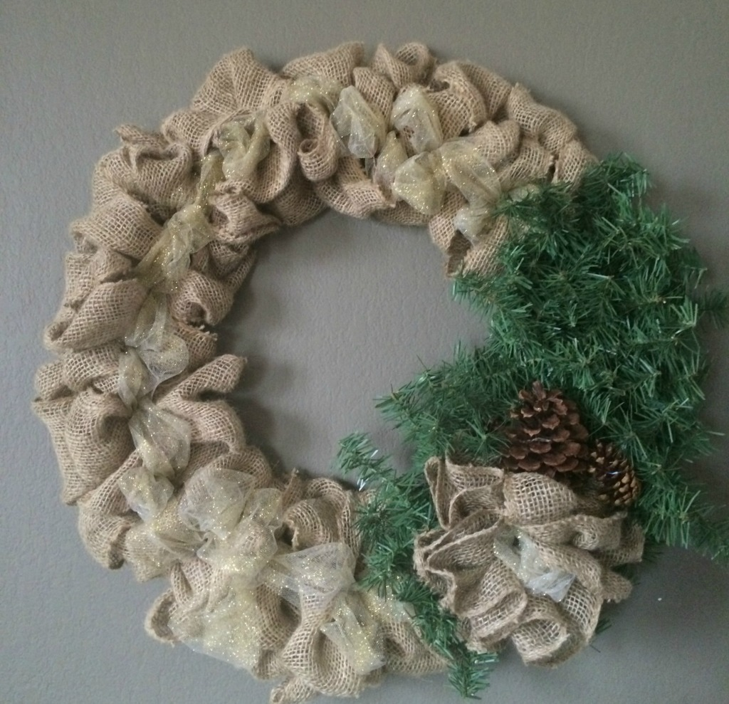 Diy burlap christmas wreath momma in flip flops Burlap xmas wreath