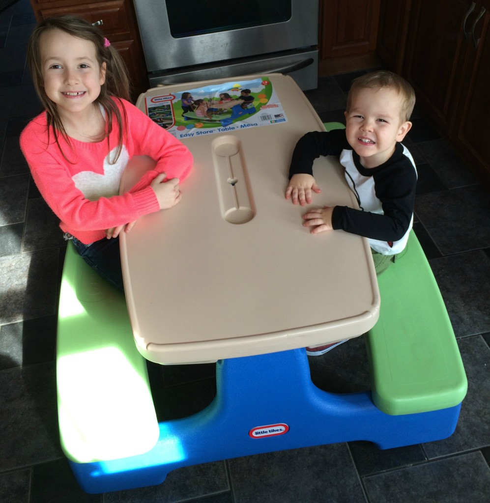 Little Tikes Easy Store Picnic Table #Giveaway - momma in flip flops
