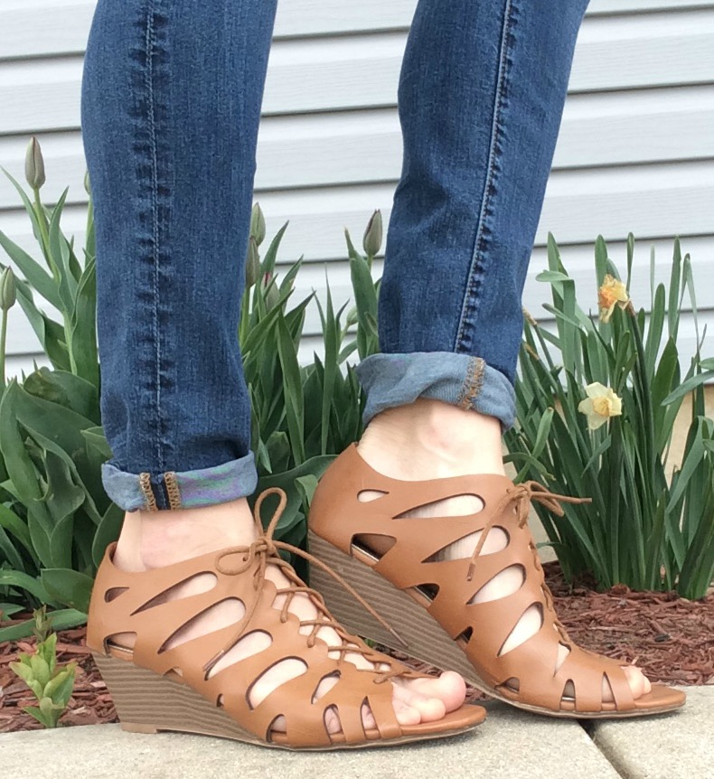 e94d3269fc5 Spring Trend Alert: Open Toe Sandals from Rack Room Shoes - momma in ...